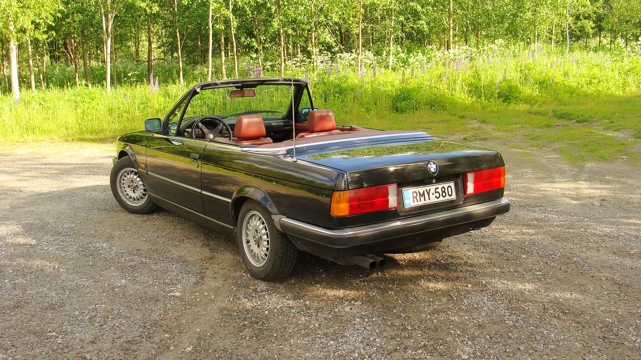Osmis:  Bagged BMW E30 325i Cabriolet -86 _big