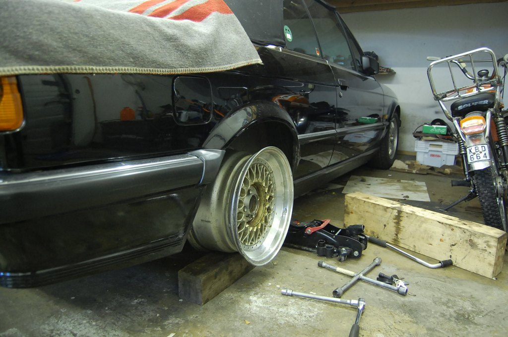 Osmis:  Bagged BMW E30 325i Cabriolet -86 _medium